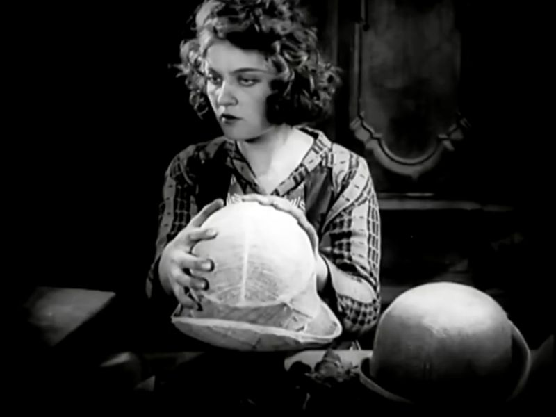 La Jeune Fille au carton à chapeau, Boris Barnet 1927 Devushka s korobkoy Mezhrabpom-Rus (12)_saveur