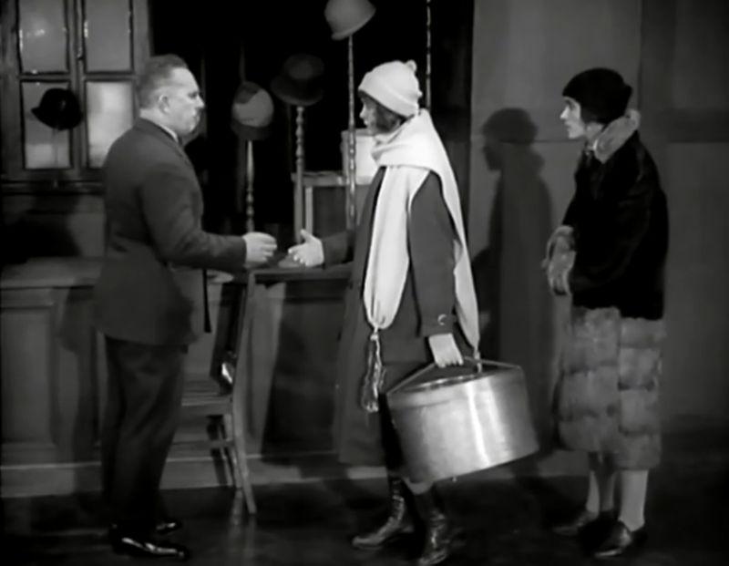 La Jeune Fille au carton à chapeau, Boris Barnet 1927 Devushka s korobkoy Mezhrabpom-Rus (8)_saveur