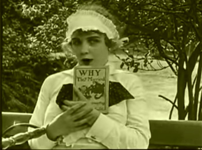 In the park Introduction, Charlie Chaplin 1915 (1) Premier plan, intro premier personnage Edna