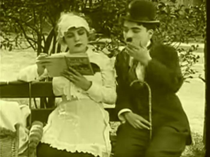 In the park Introduction, Charlie Chaplin 1915 (12) raccord dans l'axe pour marquer l'évolution narrative là où tant d'autres auraient laissé l'action se poursuivre