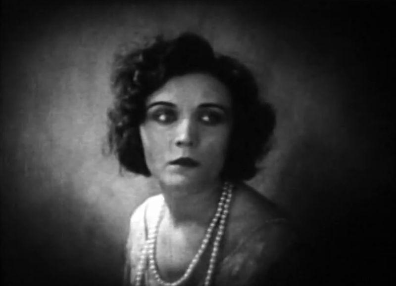Pola Negri, femme fatale, dans Hotel Imperial, Mauritz Stiller 1927) Paramount